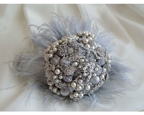 Bouquet de broches y plumas