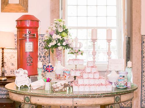 Mesa das lembranças num casamento com Londres como tema