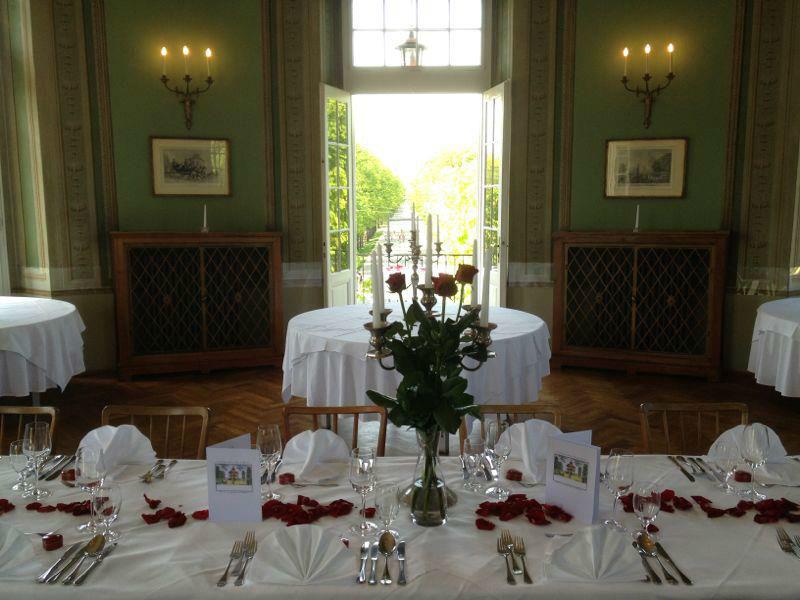Beispiel: Geschmückte Hochzeitstafel, Foto: Café-Restaurant Lusthaus.