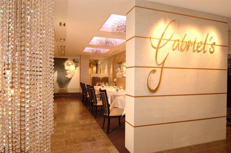Beispiel: Eingang Restaurant, Foto: Kaiserhof Münster.