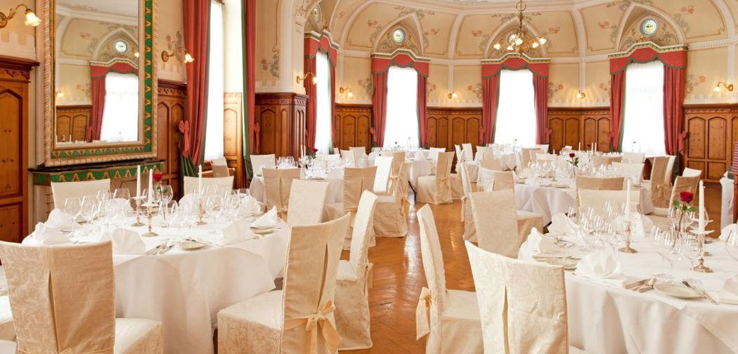 Beispiel: Hochzeitsgedeck im Jugendstilsaal, Foto: Hotel Edelweiss.