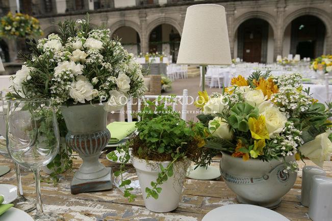 Decoración de bodas temáticas, centros de mesa vintage. Foto: Paola Perdomo