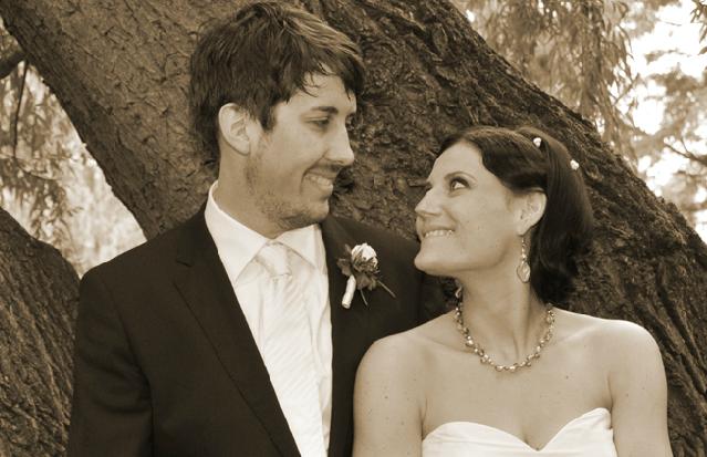 Beispiel: Brautpaar in sepia, Foto: 4solutions Media.
