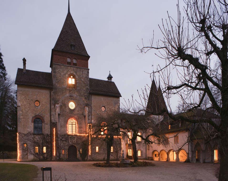 Beispiel: Schloss am Abend, Foto: Schloss Münchenwiler.