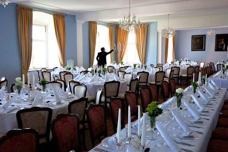 Beispiel: Hochzeitstafel bis 150 Personen gesetzt, Foto: Schloss Weiterdingen.