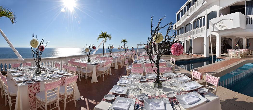 Residencia Iturburu, Instalaciones con una terraza con vista al mar abierto