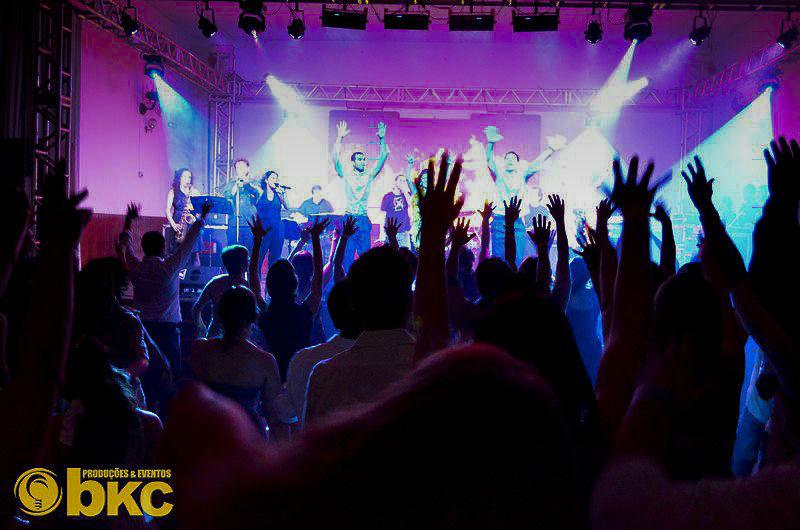 Banda L'équipe  A Banda Mais Requisitada do Momento, Agora Em Sua Festa!  www.bandalequipe.com.br contato@bandalequipe.com.br 11-9.7285-3895 11-9.7123-2409