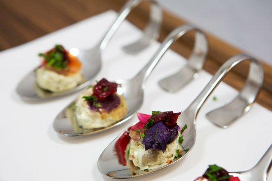 Beispiel: Pilzmousse mit wilden Beeren, Foto: Kuffler Catering.