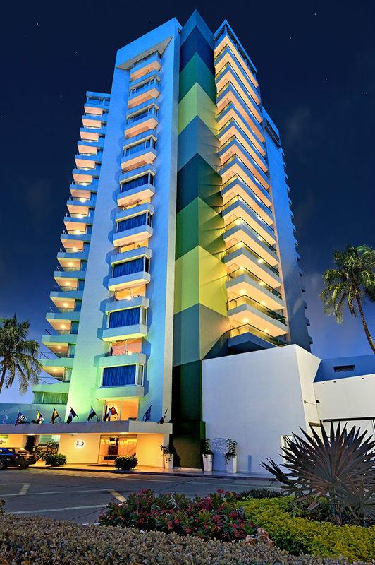 Hotel Dann Cartagena / Vista nocturna.