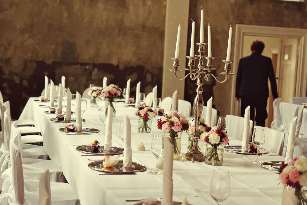 Beispiel: Hochzeitstafel, Foto: Reinweiss Hochzeiten.