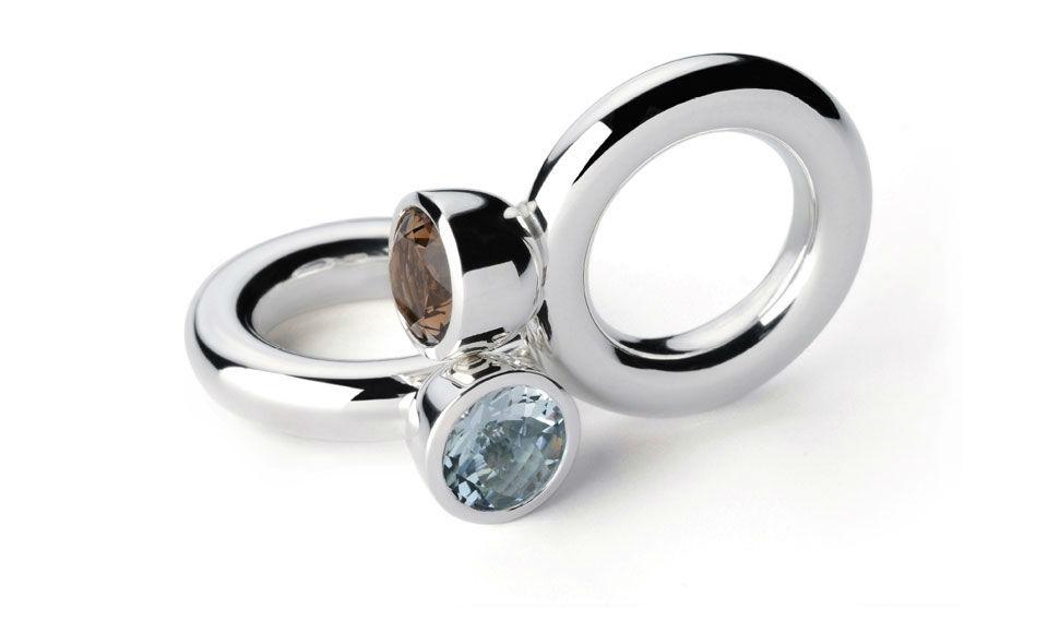 Beispiel: Ringschmuck - Silber mit Edelstein, Foto: Goldschmiede Schubart.