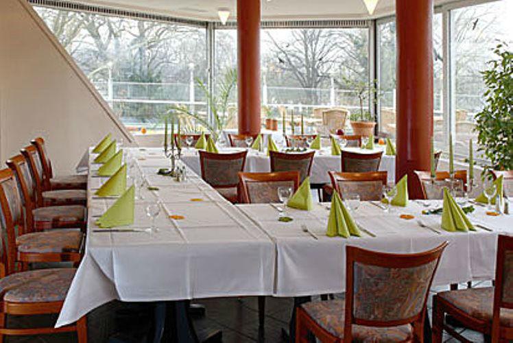 Beispiel: Hochzeitstafel, Foto: Tegeler Seeterrassen.