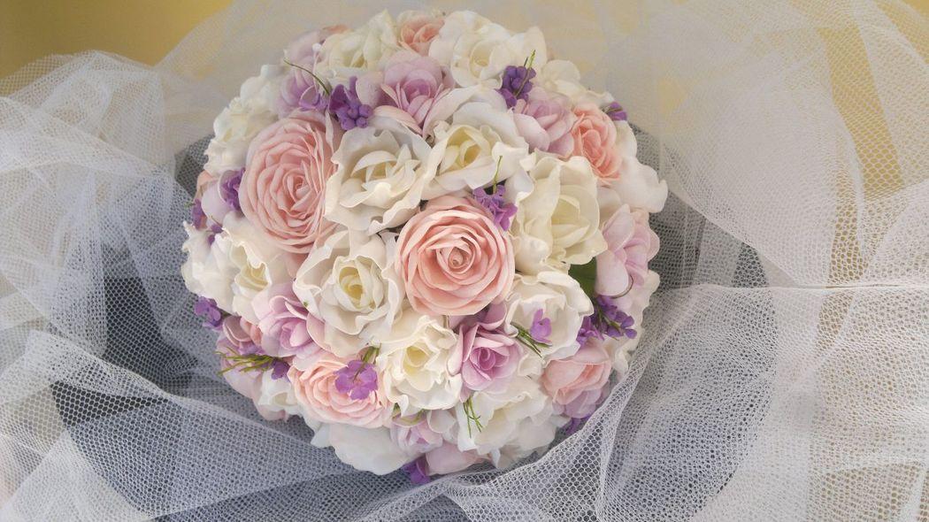 Buquê fake - tons suaves, rosa chá branco e lilas.