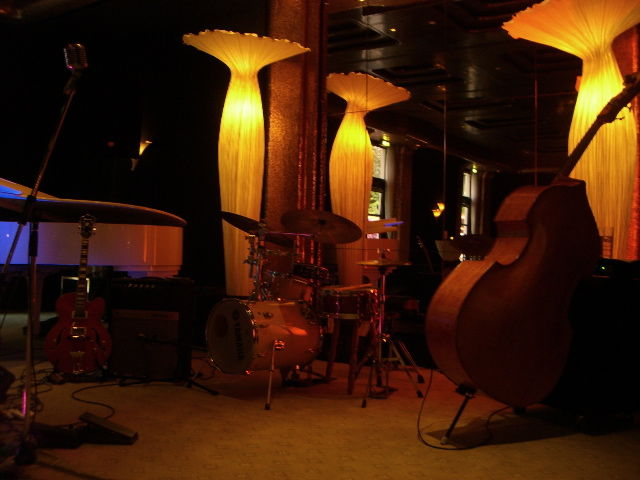 Beispiel: Bühne, Foto: Acoustic Avenue.