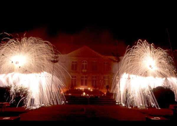 Beispiel: Spektakuläres Feuerwerk, Foto: Schloss Schadau Thun.