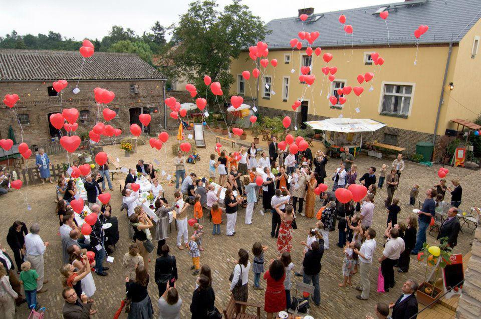 Beispiel: Hochzeitsgesellschaft, Foto: Storchenhof Paretz.