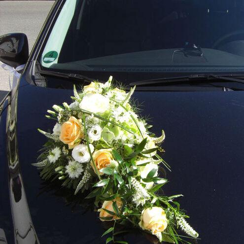 Beispiel: Blumen für Ihr Hochzeitsauto, Foto: Blumenkiste.
