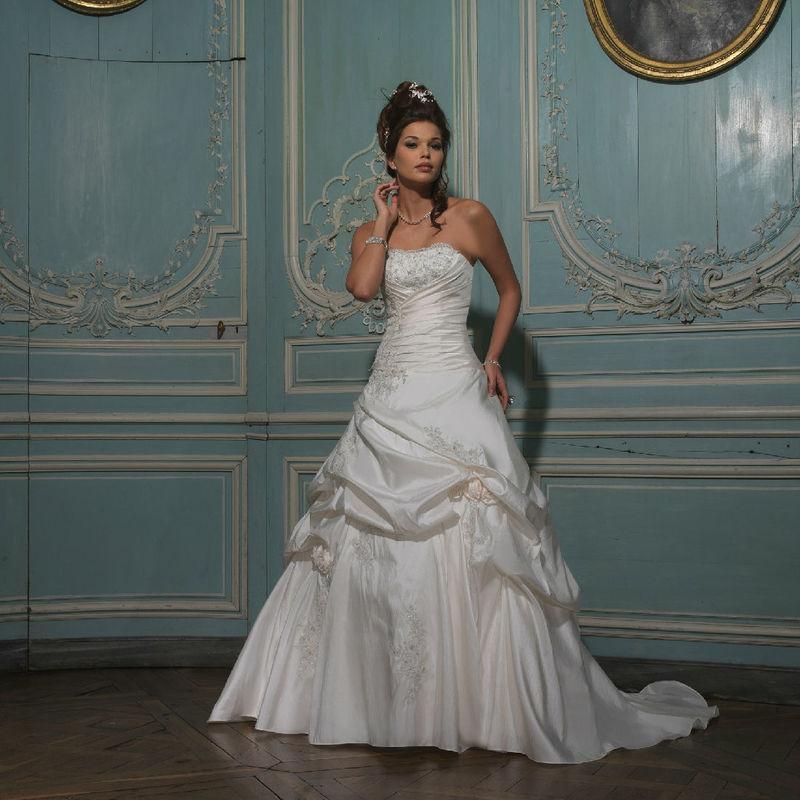 Beispiel: Hochzeitskleider für jeden Geschmack, Foto: Monalisa Brautmoden.