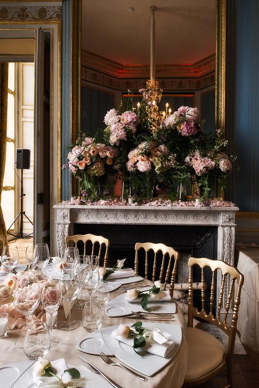 Mariage de Stéphanie & Cyrus, américains du Texas, organisé à l'Hôtel d'Evreux, Place Vendôme, décoration Eric Chauvin, thème poudré Crédit Jack Gautier