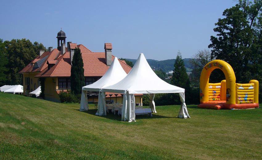 Beispiel: Gepflegter Park mit Platz für Zelte, Foto: Schloss St. Veit.