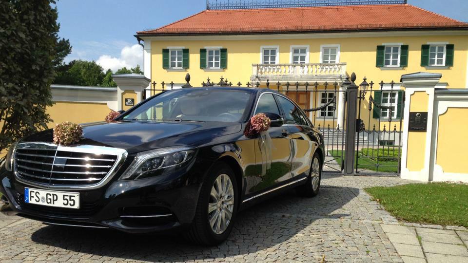 Beispiel: Mercedes mit Blumengebinde, Foto: G&P Limousinenservice.