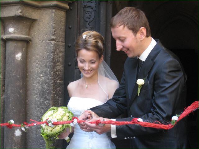 Beispiel: Glückliches Hochzeitspaar, Foto: Hotel Schöne Aussicht.