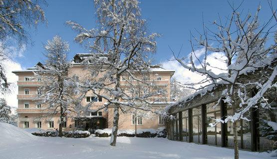 Beispiel: Hotel im Winter, Foto: Schweizerhof Flims.