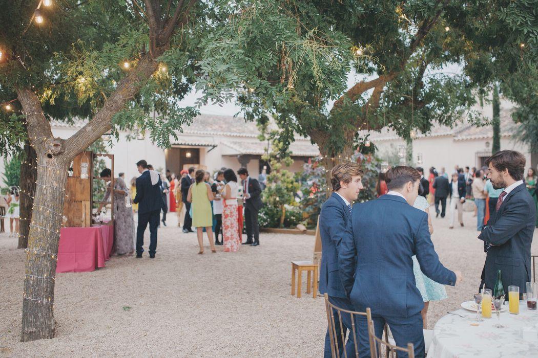 Cuenta con amplios jardines,  de manera que podréis distribuir vuestra boda en varios ambientes, marcando así los diferentes momentos de la celebración
