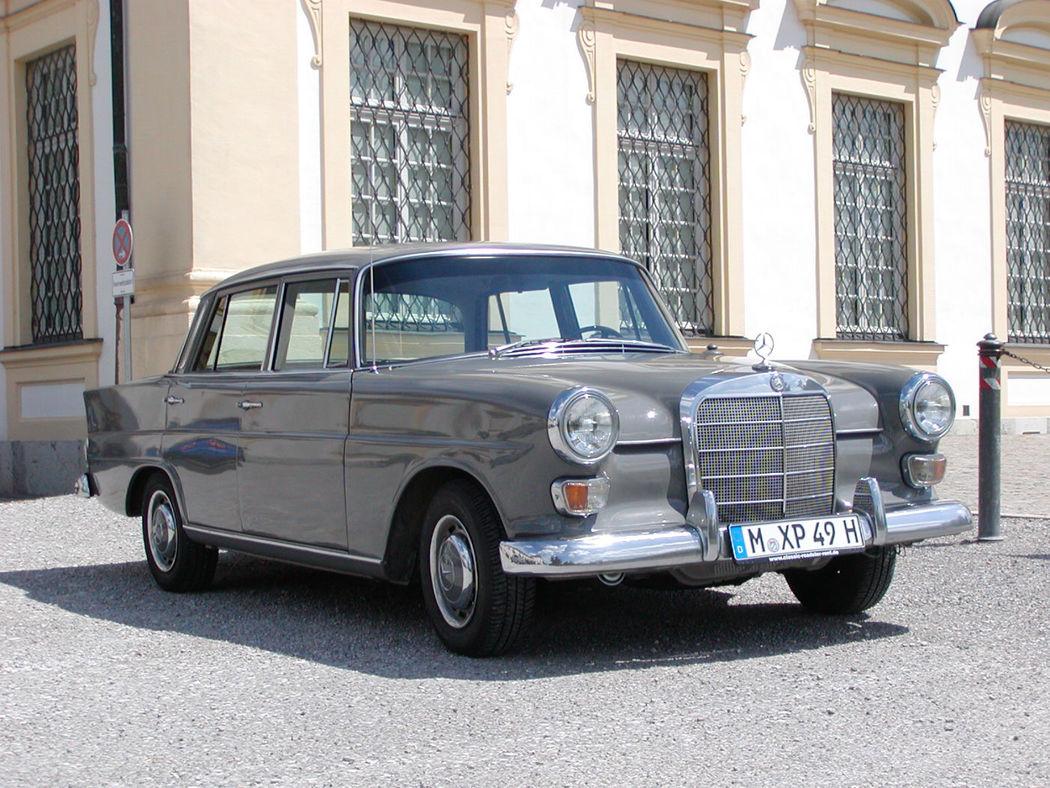 Ihr Hochzeitsauto mit Chauffeur: Mercedes Benz 230