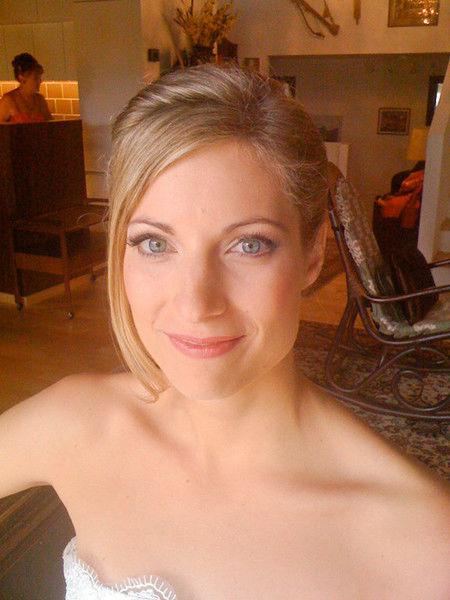 Beispiel: Frisur und Make-up für Bräute, Foto: Beauty4me.