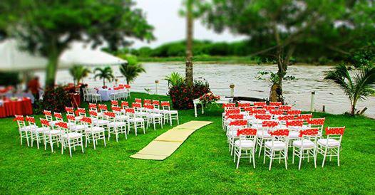 Banquete para boda a la orilla del rio