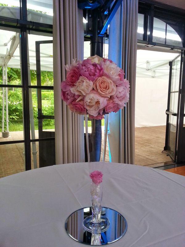Des Bulles Dans Les Branches Décor centre de table haut avec boule de fleurs