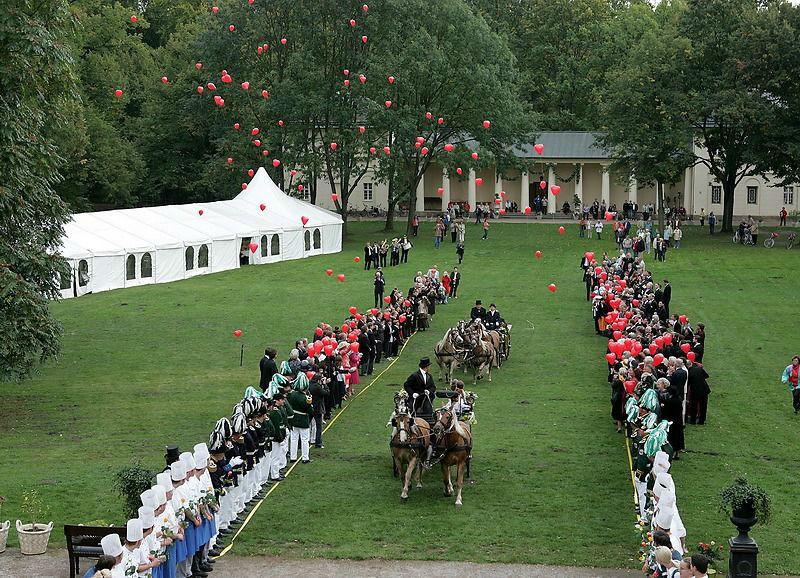Beispiel: Hochzeitsfeier im Schlossgarten, Foto: Schloss Lübbenau.
