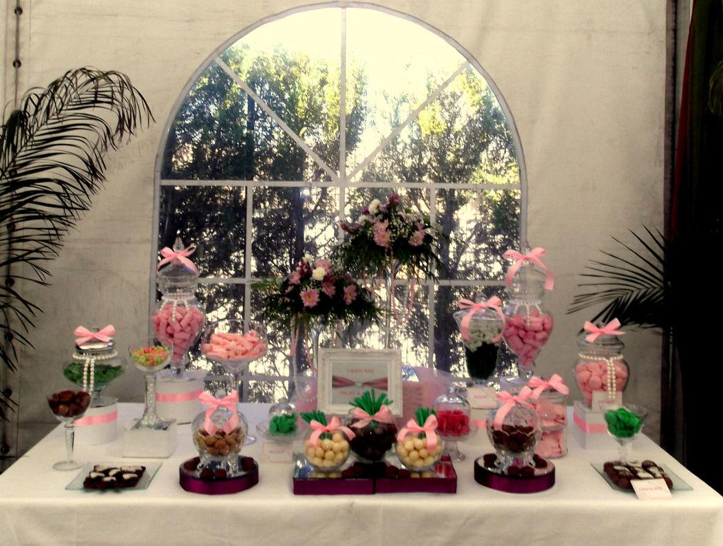 Candy bar decorado con perlas.