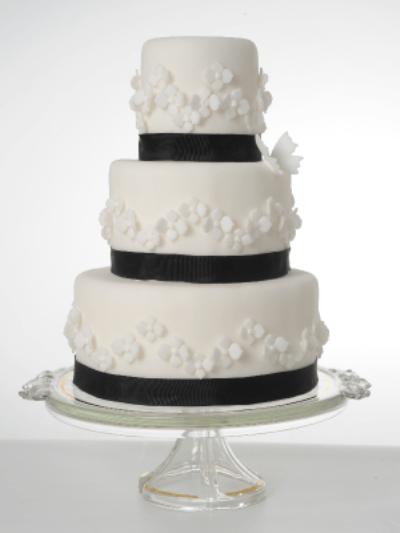 Beispiel: Hochzeitstorten in vielen Farben und Formen, Foto: Isler Konditorei.