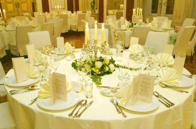 Beispiel: Blumen für das Hochzeitsgedeck, Foto: Blumenwerk.