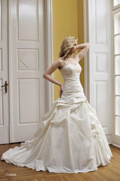 Beispiel: Hochzeitskleider, Foto: Bea's Brautmode.