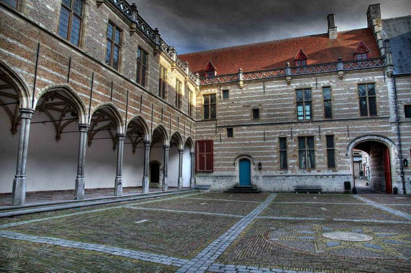 grote binnenplaats Het Markiezenhof