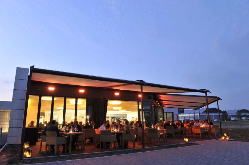 Beispiel: Terrasse am Abend, Foto: Zeppelin Hangar.