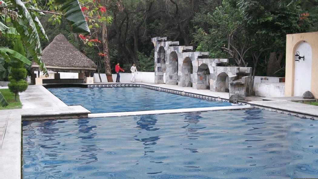 Chapoteadero, cascada y Aqua Bar
