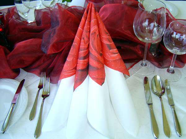 Beispiel: Tischdekoration - Serviette, Foto: Schweriner Fernsehturm.