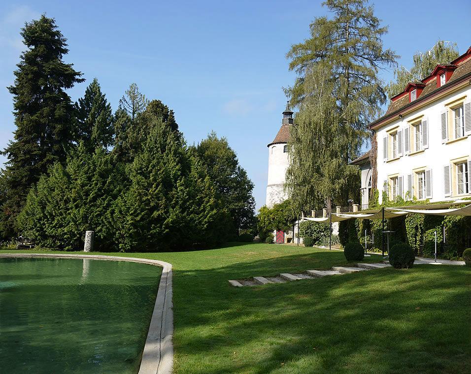Beispiel: Schlossgarten und Schlossteich, Foto: Schloss Münchenwiler.