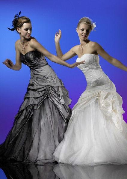 Beispiel: Traumhafte Hochzeitskleider, Foto: Atelier Manuela von Haldenwang.