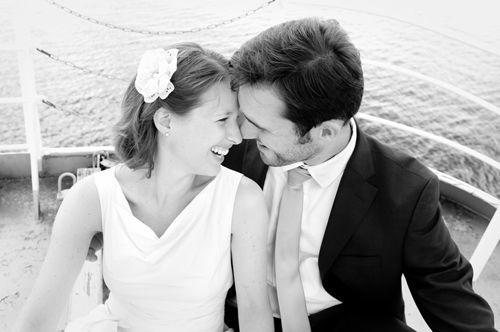 Beispiel: Hochzeitsfotos auf dem Kieler Fördedampfer, Foto: Rea Papke Photography.