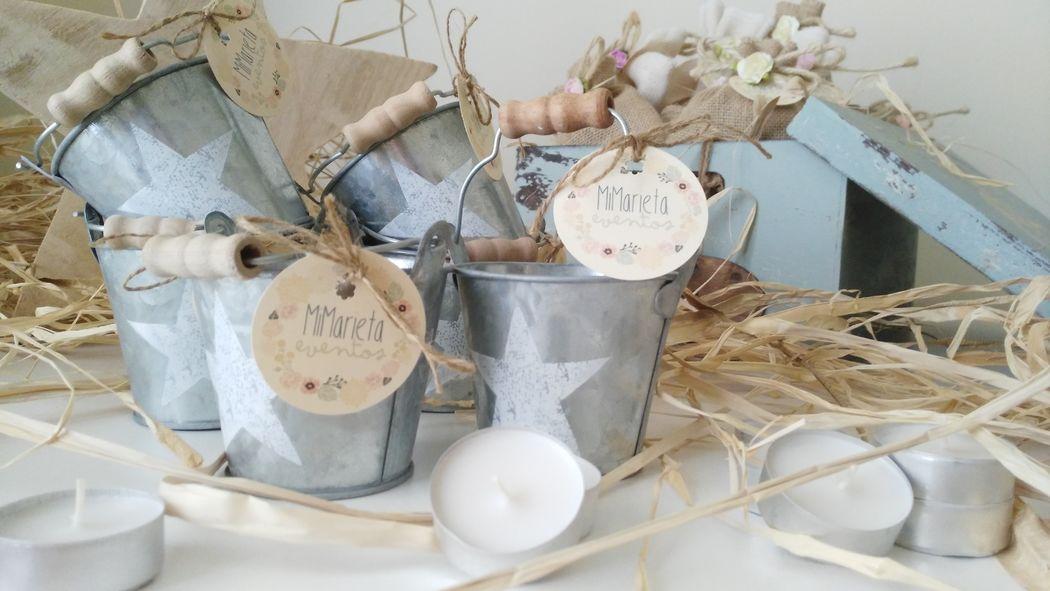 Cubito de zinc decorado con una estrella en blanco. En el interior contiene una vela de té.