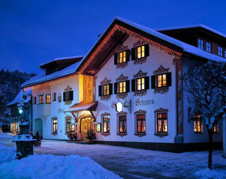 Beispiel: Hotel bei Nacht, Foto: AKZENT Hotel Schatten.