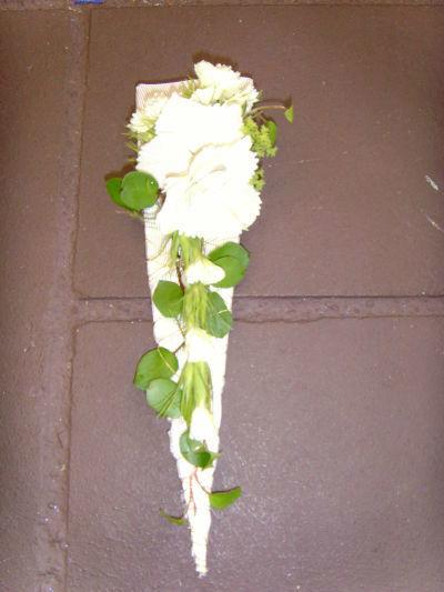 Beispiel: Blumenanstecker, Foto: 4 Seasons Floristik.