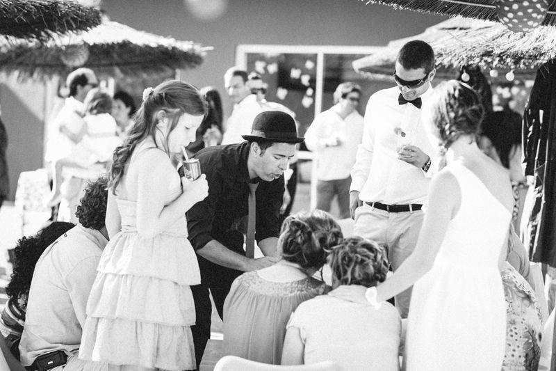 Magia durante o welcome drink em casamento, por Magic Days