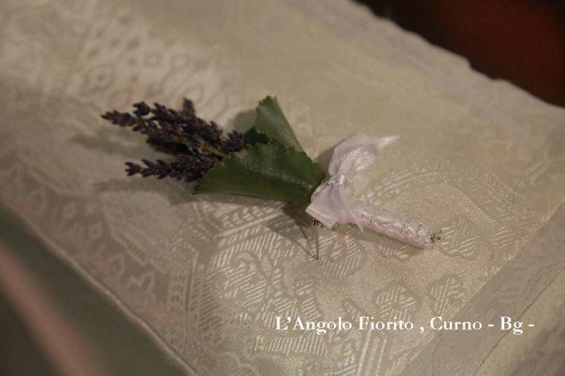 L'angolo fiorito - Bottoniere con lavanda #Fiorista #matrimonio #Bergamo