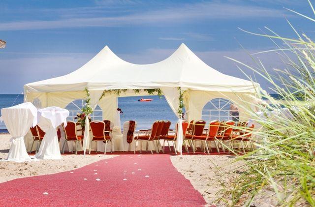 Beispiel: Brautpaar am Strand, Foto: Cliff Hotel Rügen.